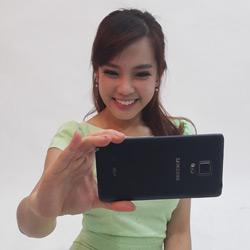 รีวิว Galaxy Note Edge: สั่ง Note 4 เพิ่มขอบชีส